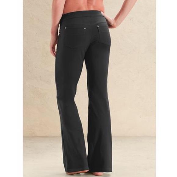 4e95d901ac245 Athleta Pants | Sz M Bootcut Yoga With Pockets | Poshmark